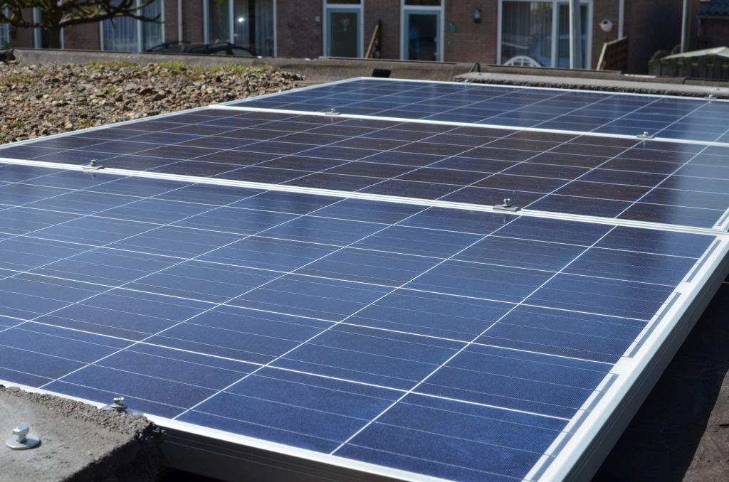 Zonnepanelen plat op plat dak u2013 energiepionier